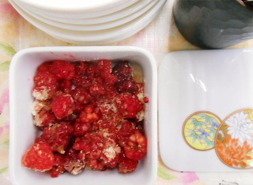 04 500 20141002 raspberry sprinkled with sugar