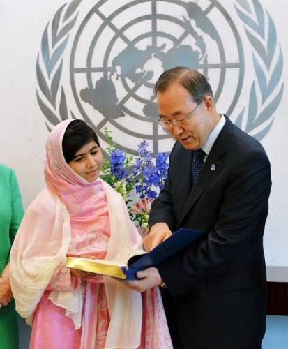 01 600 600 20130712 Malala Speech02 with事務総長