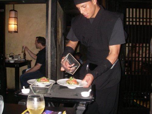 07 500 Ninja-waiter restaurant