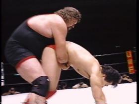 田村が耐えるとジャーマンに切り替えるが、