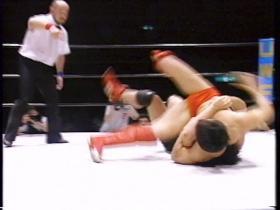 田村は反動で転がして、
