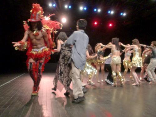 オーディエンスもステージに。
