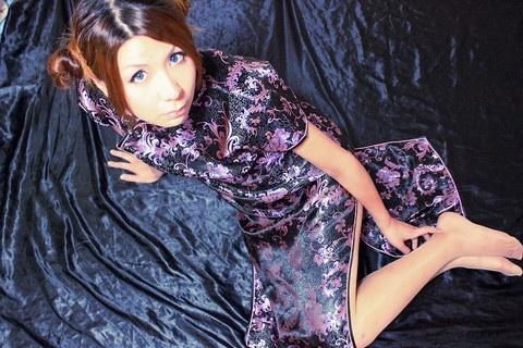 自宅で撮影した、チャイナ服のコスプレ画像