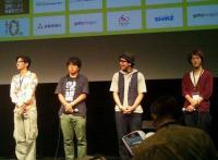 左から津田寛治監督、有馬達之介監督、「三歩下がって」主演の真辺幸星さん、高橋雅紀監督。