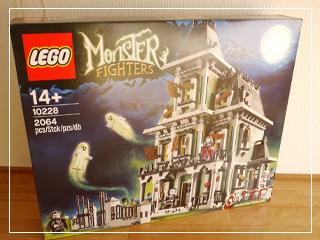 LEGOHauntedHouse01.jpg