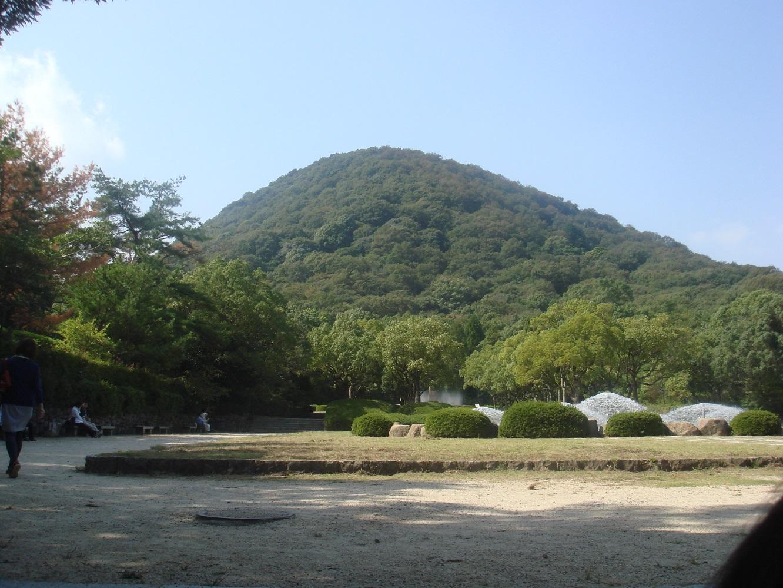 きれいな形のお山です