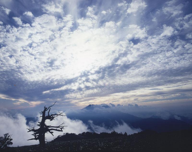 秋空の下 (愛媛県 西条市 石鎚山)