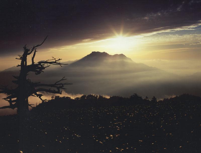 輝く霊峰 (愛媛県 西条市 石鎚山)