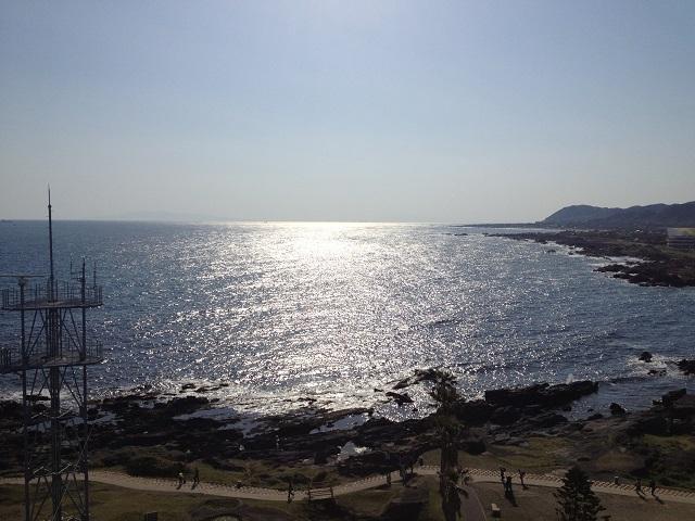 野島岬灯台から望む伊豆大島