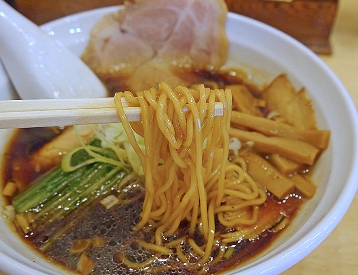 信成黒しょうゆラーメン麺