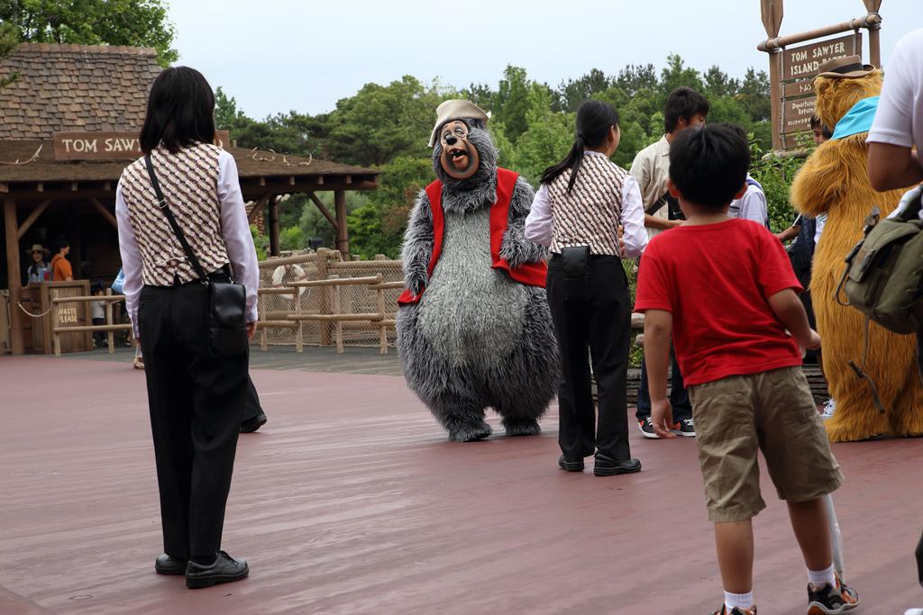 楽しそうなクマさん達のグリ(トムソーヤ島いかだ前)