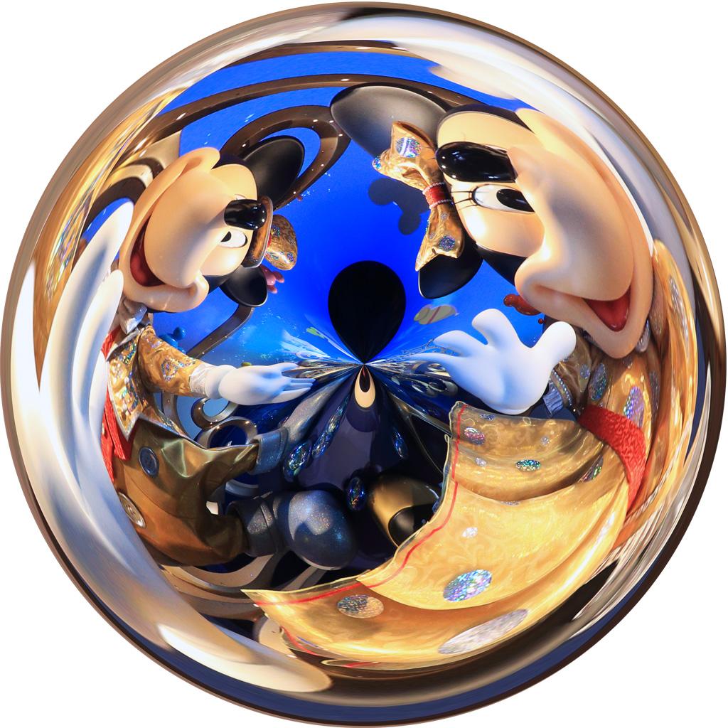 球体でHAPPINESS(ミラコスタ通路)