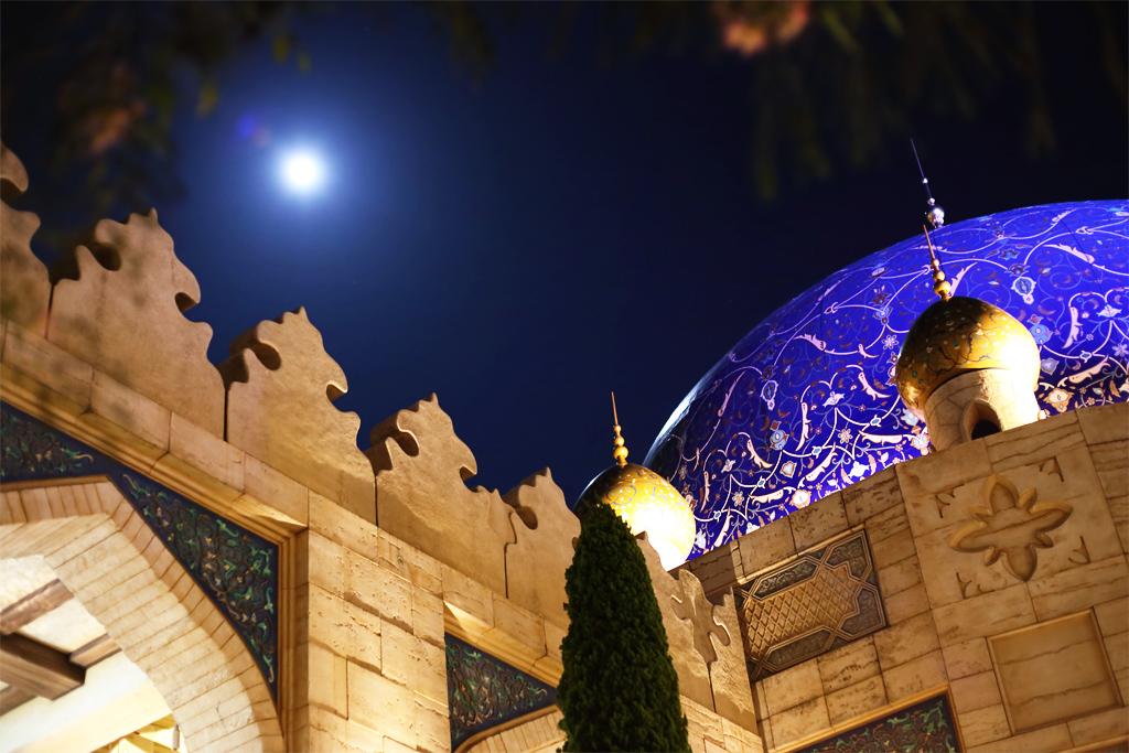 ドームと月(アラビアンコースト)