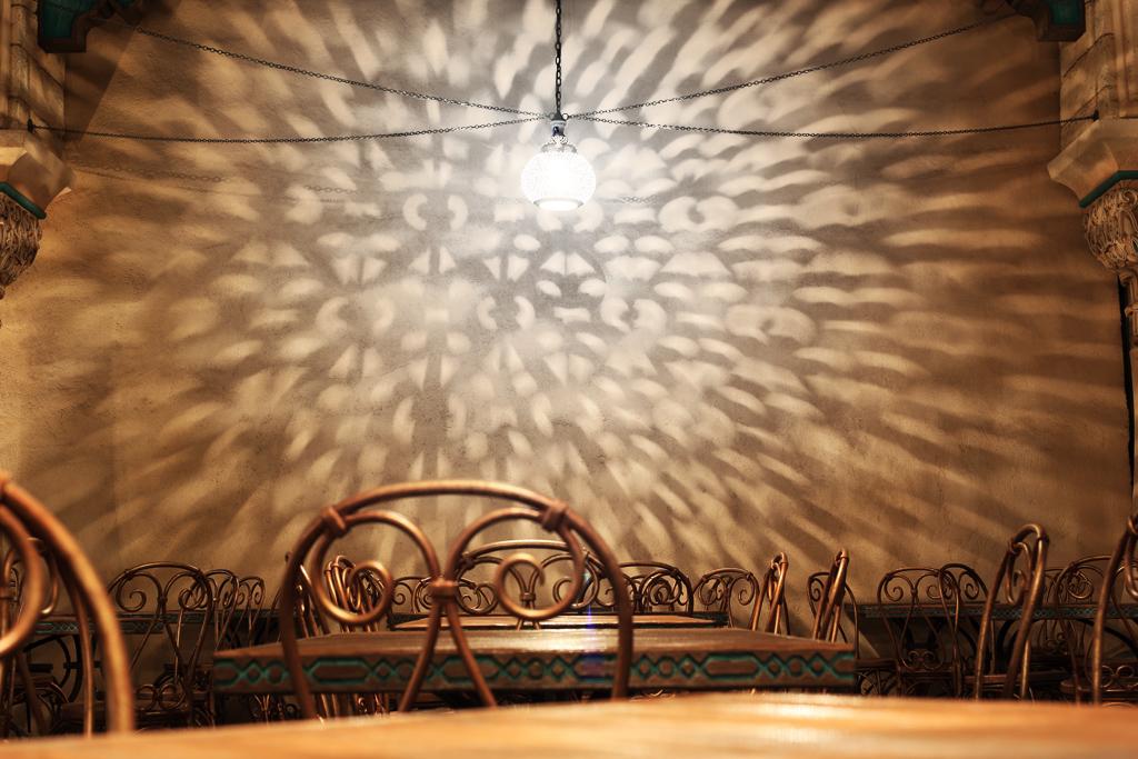アラビアの光と影の芸術(カスバ・フードコート)