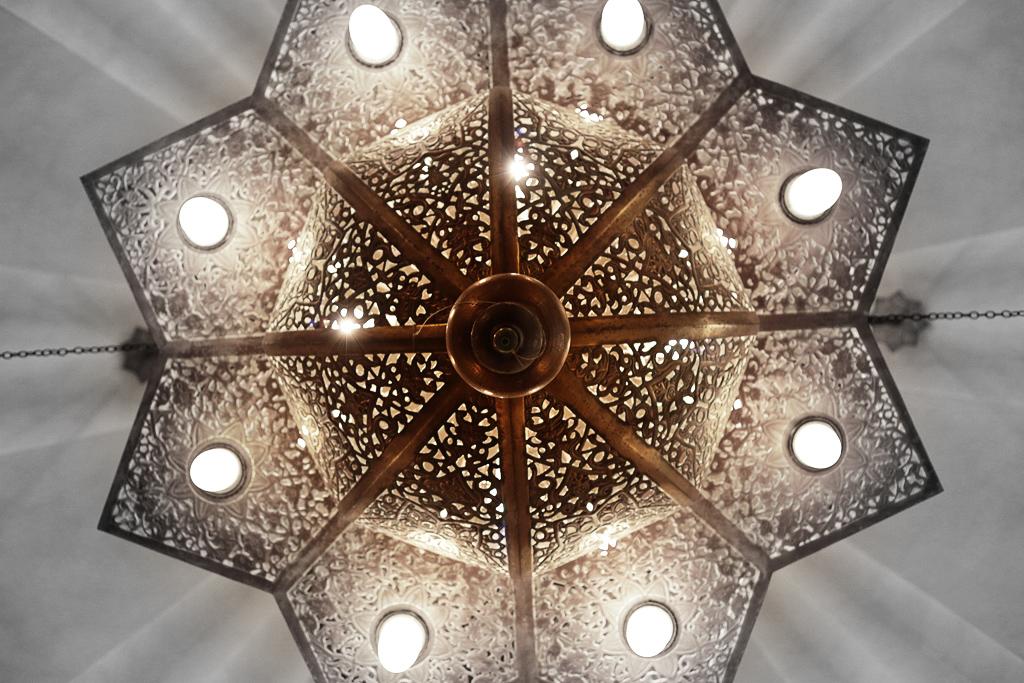 幾何学と自然の調和(カスバ・フードコート)