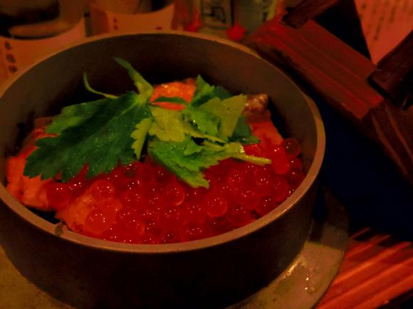 炭焼きとごはん慎也いくら鮭釜飯
