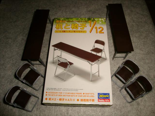 机と椅子-パッケ