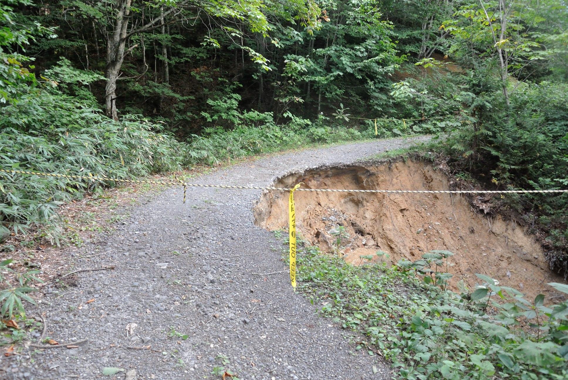 下北半島ダート道が土砂崩れで封鎖