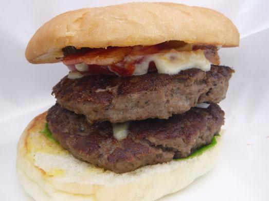 超デカいハンバーガーのスーパービンゴ024
