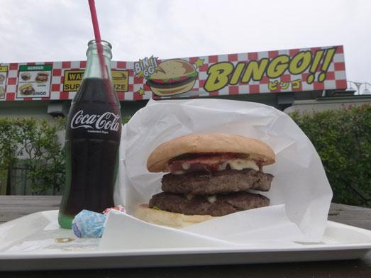 超デカいハンバーガーのスーパービンゴ040