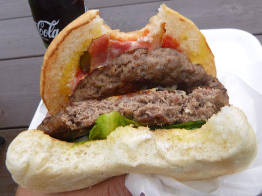 超デカいハンバーガーのスーパービンゴ045