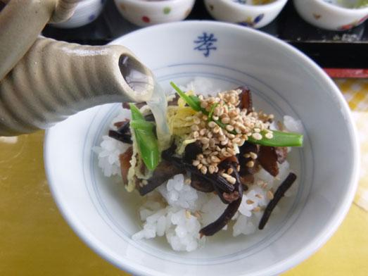 伊戸だいぼ工房舘山旬な八色丼の食べ方069