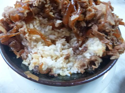 早稲田名物ワセメシお食事ライフの肉丼022