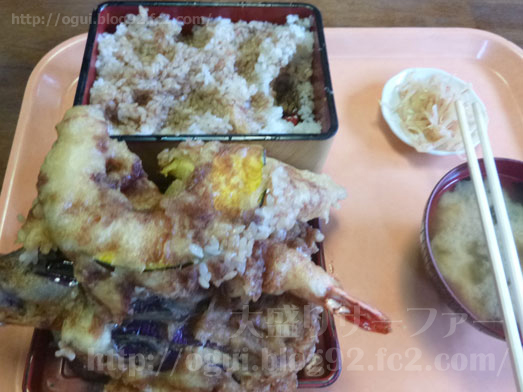 成田のデカ盛り店らーめん大漁の天丼031
