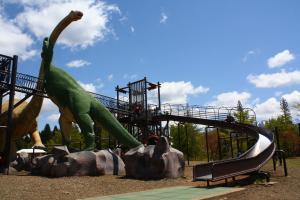 遊具と恐竜のコラボ(笑)