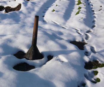 くん炭雪融け1