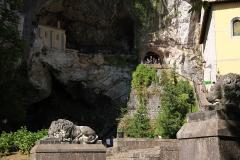 0802 Santa Cueva