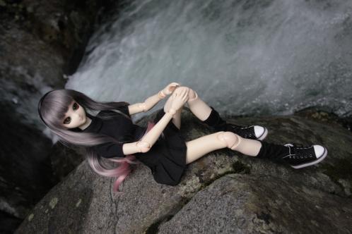 岩場に腰かけて