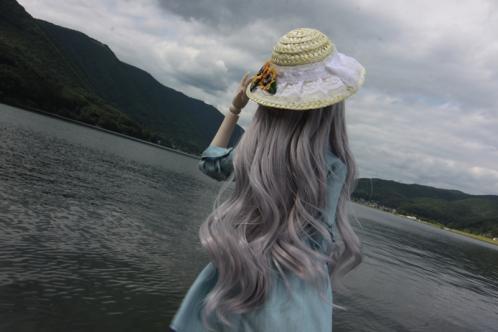 湖を見つめて