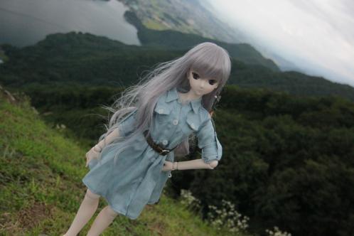 木崎湖を背景に