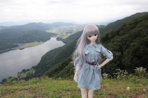 木崎湖を背景に2