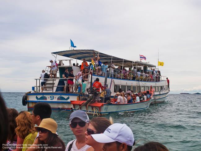 小型ボートでラン島へ