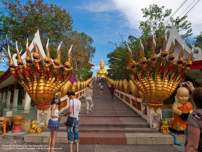 ワット・カオ・プラ・ヤイ(Wat Khao Phra Yai)の入口