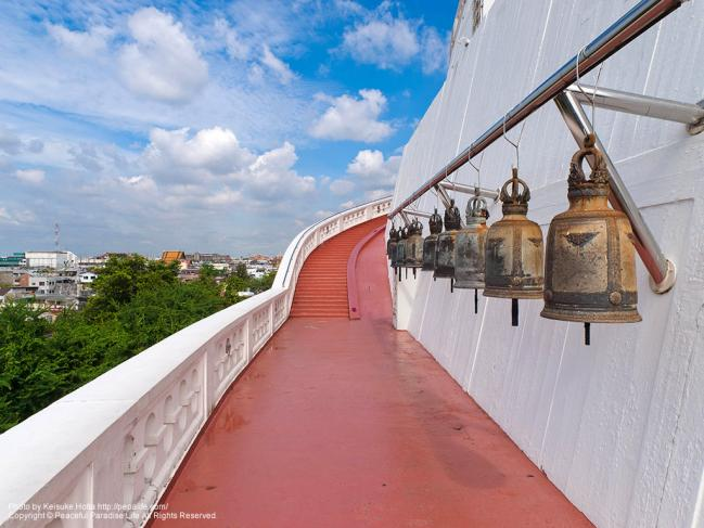 ワット・サケット(Wat Saket/黄金の丘)の階段の途中