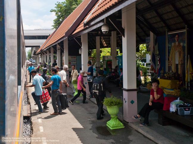 タイ国鉄の車窓からの景色 ラックシー駅(Lak Si)