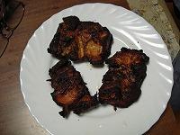 12.残りのお肉は折角熱源もあるので、しっかり水分を抜くことにしたらジャーキーっぽく