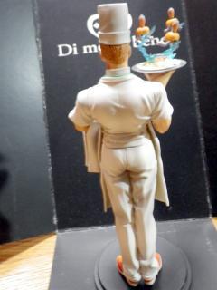 スタチューレジェンド「トニオ・トラサルディー」フィギュア背面