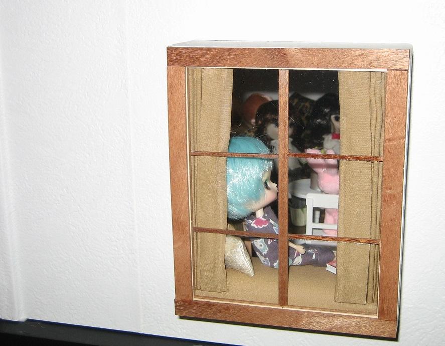 出窓からの室内