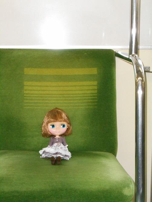 6 電車に乗るエミリー2