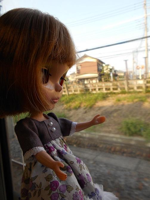 8 電車に乗るエミリー4