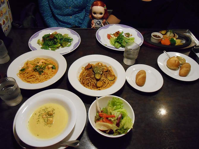 8 Chikas dinner