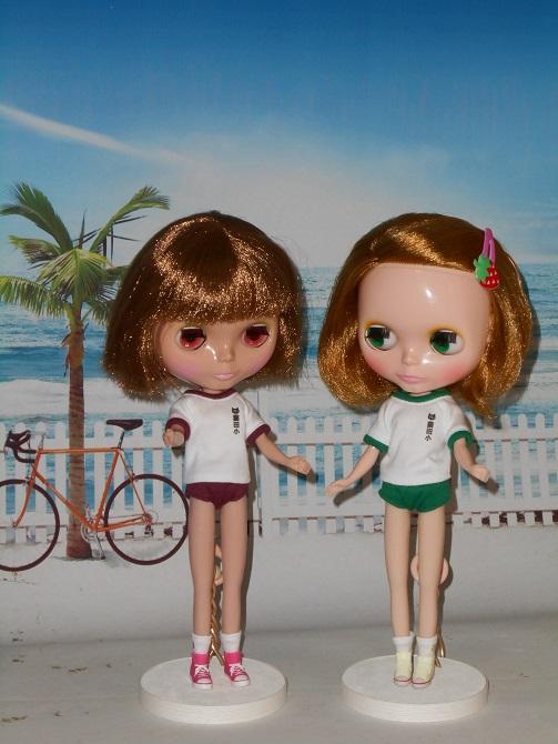 1 ブルマ姿のエミリーとニコル