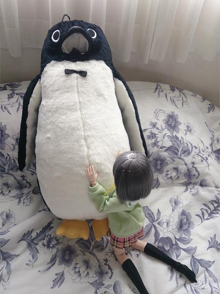小隠里@巨大ペンギンと笑わない猫