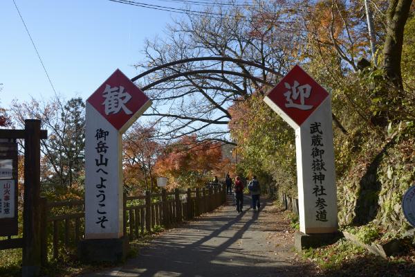 御嶽神社への参道