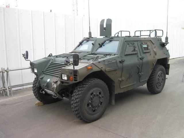 軽装甲機動車の2