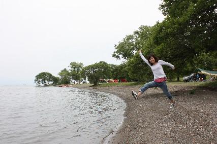 13jun琵琶湖畔でジャンプ